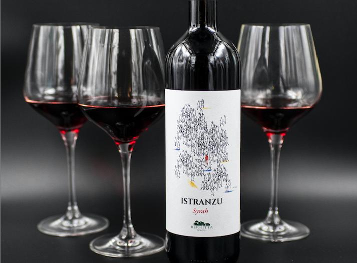 Il vino Istranzu, Syrah in purezza, della Cantina Berritta.