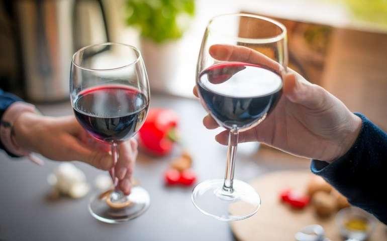"""""""Il vino è troppo caro"""": esplode la rissa in agriturismo"""